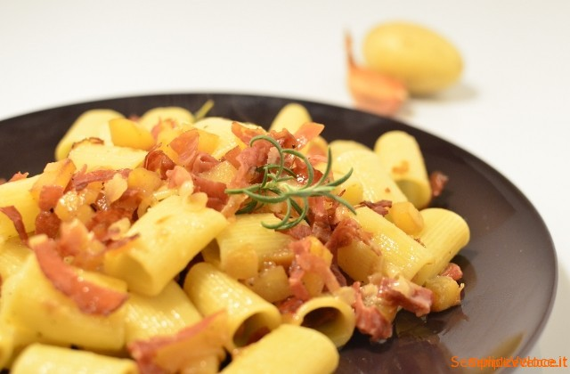 Mezze maniche patate e speck