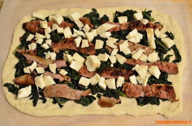 rotolo di pizza con salsiccia e friarielli