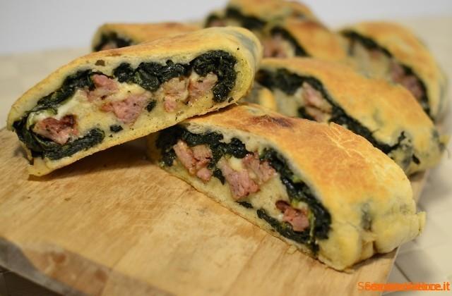 Rotolo di pizza con salsiccia e friarielli (o broccoli)