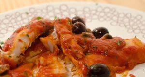 Filetti di nasello in salsa di pomodoro con olive e capperi