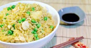 Riso al curry con pollo e ananas