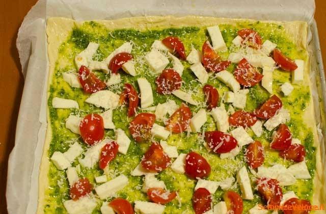 Pizza pesto e pomodorini