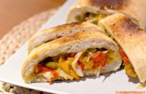 Rotolo di pizza peperoni e provola