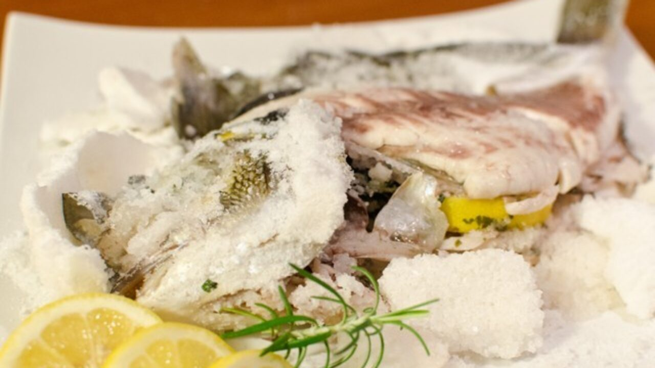 Ricette Pesce Orata Al Forno Sotto Sale.Orata Al Sale Ricetta Semplice E Veloce Sempliceveloce