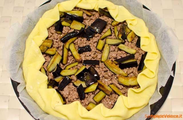 Torta salata con melanzane e carne