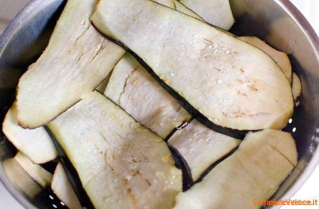 Involtini di melanzane ripieni di pasta