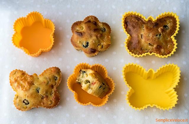Muffins salati con piselli
