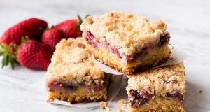 crumb-cake-alle-fragole_ricetta_crumb-cake-alle-fragole_e_fragoline