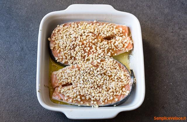 Salmone in crosta di mandorle