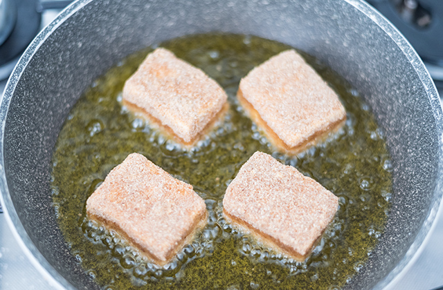 Feta fritta saganaki